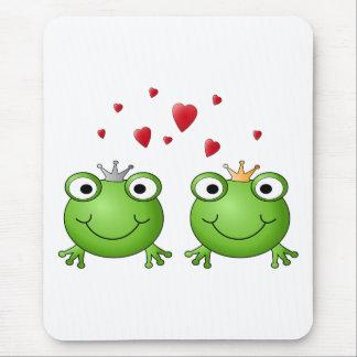 Frog Prince and Frog Princess with hearts Mousepad
