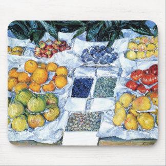 Fruits sur un étalage mousepad
