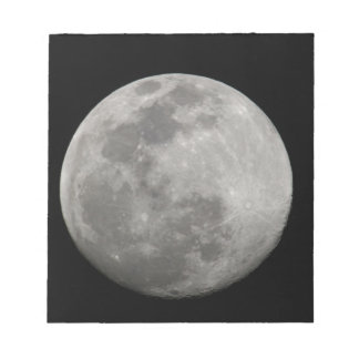 Full moon in black and white. Credit as: Arthur Notepads