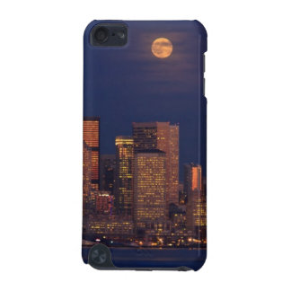 Full moon rising over downtown Seattle skyline iPod Touch (5th Generation) Cover