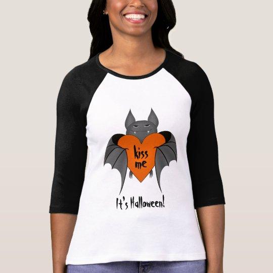 Funny amorous Halloween bat kiss me T-Shirt
