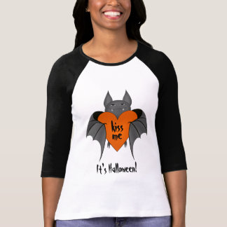 Funny amorous Halloween vampire bat flirty kiss me T Shirt