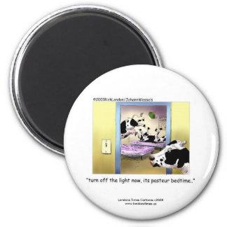 "Funny Cows:Novelty Magnet: ""Pasteur Bedtime"" 6 Cm Round Magnet"