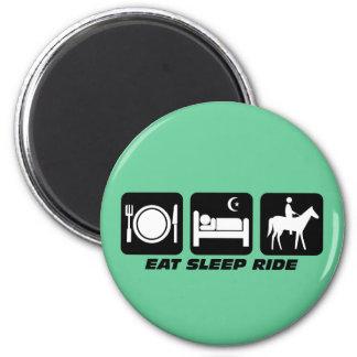 Funny horse 6 cm round magnet