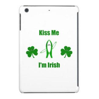 "Funny ""Kiss Me I'm Irish"" - Left Shark & Shamrocks iPad Mini Retina Case"