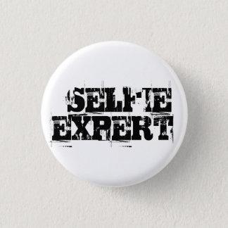 """Funny """"Selfie Expert"""" Button"""