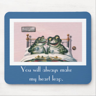 Funny Vintage Animals - Two Romantic Frogs in Bed Mouse Pad