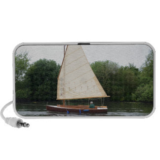 Gaff Rigged Sailing Boat Travelling Speakers