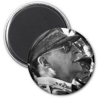 General Douglas MacArthur with Corncob Pipe 6 Cm Round Magnet