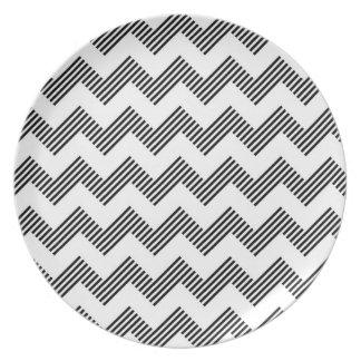 Geometric zigzag pattern dinner plate