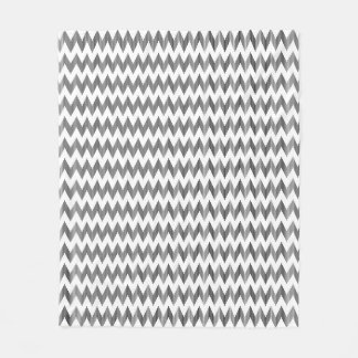 Geometric zigzag pattern fleece blanket