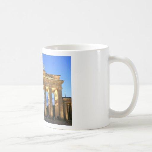 Germany Berlin Brandenburger Tor abends Mugs