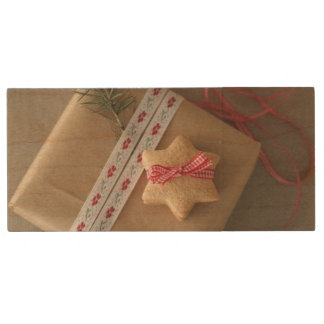 Ginger cookie tied with ribbon in the box wood USB 2.0 flash drive