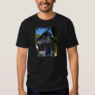 Gingerbread house 32 tee shirts