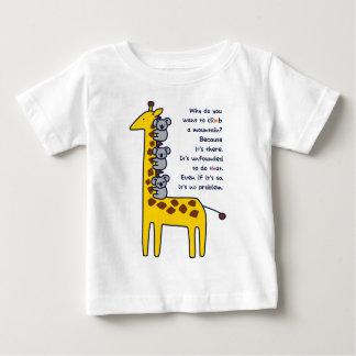 < Giraffe and adhering koala (for light-colored ar Tee Shirt