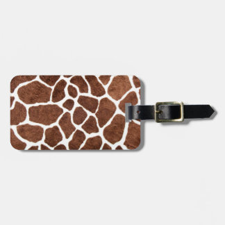 Giraffe spots luggage tag
