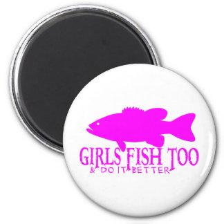 GIRL BASS FISHING 6 CM ROUND MAGNET