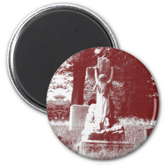 Girl with cross headstone 6 cm round magnet