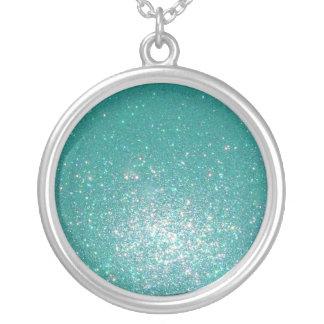 Glittering green round pendant necklace