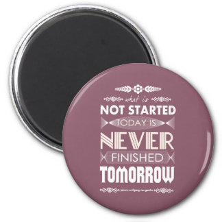 Goethe not started today never finished tomorrow 6 cm round magnet