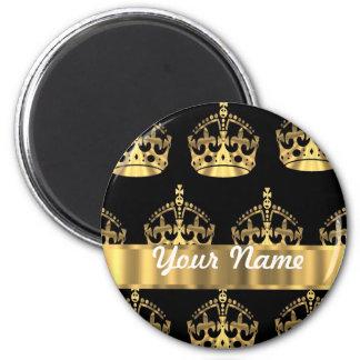 Gold crown pattern on black 6 cm round magnet