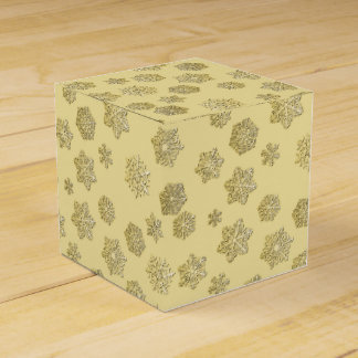Golden 3-d snowflakes on a gold background party favour boxes