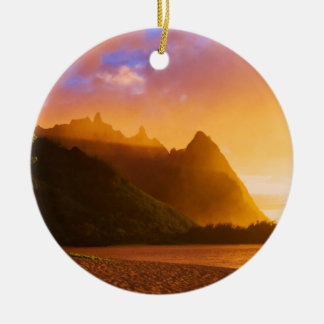 Golden beach sunset, Hawaii Round Ceramic Decoration