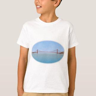 Golden Gate Bridge: 3D Model: T-Shirt