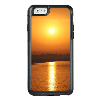 Golden Sunset on the Horizon Mobile Phone Case