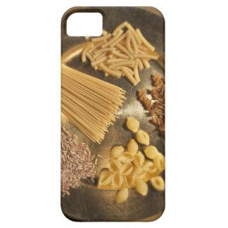 Goldplatte mit Teigwaren und Körnern des Weizens Case For The iPhone 5