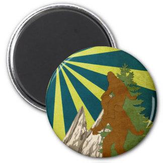 Gone Squatchin Piggy Back Squatch Squatchy Bigfoot 6 Cm Round Magnet