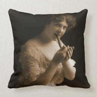 Good Cigar 1913 Throw Pillow