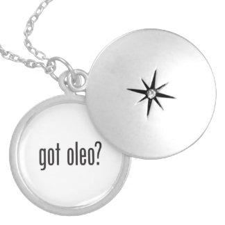 got oleo round locket necklace