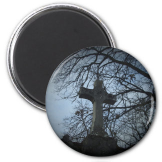 Gothic sheltered cross grave 6 cm round magnet