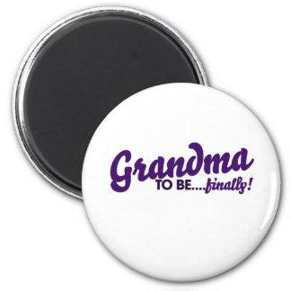 Grandma to be finally 6 cm round magnet