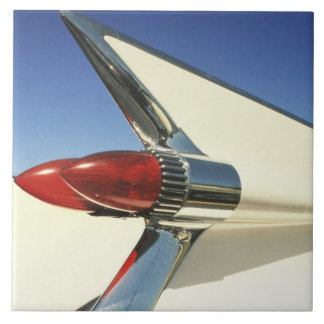 Graphic: Close-up of fin and taillight on Tile