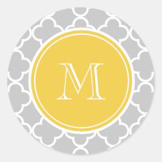 Gray Quatrefoil Pattern, Yellow Monogram Round Sticker
