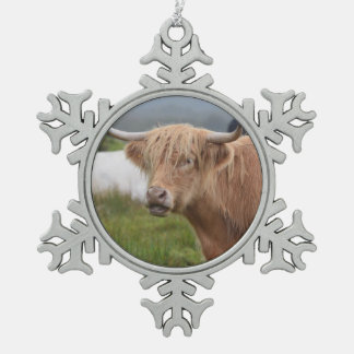 Grazing Highland Cow Pewter Snowflake Decoration