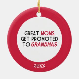 Great Moms Get Promoted to Grandmas Round Ceramic Decoration