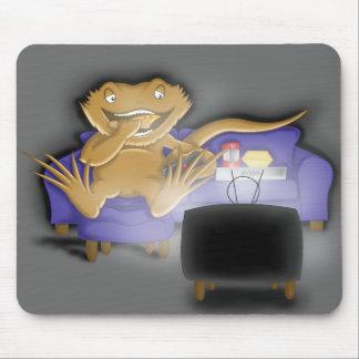 greedy beardie mouse mat