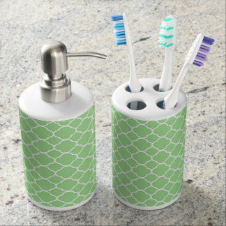 Green and White Quatrefoil Bathroom Set