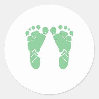 Green baby footprints round sticker