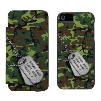 Green Camo w/ Dog Tags Incipio Watson™ iPhone 5 Wallet Case