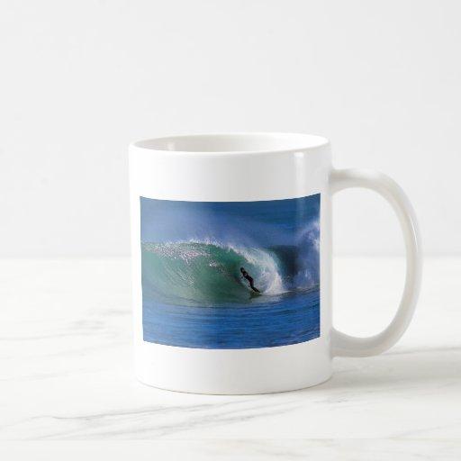 Green surfing wave New Zealand Mug