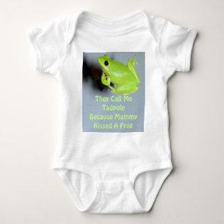 Green Tree Frog Image T Shirts