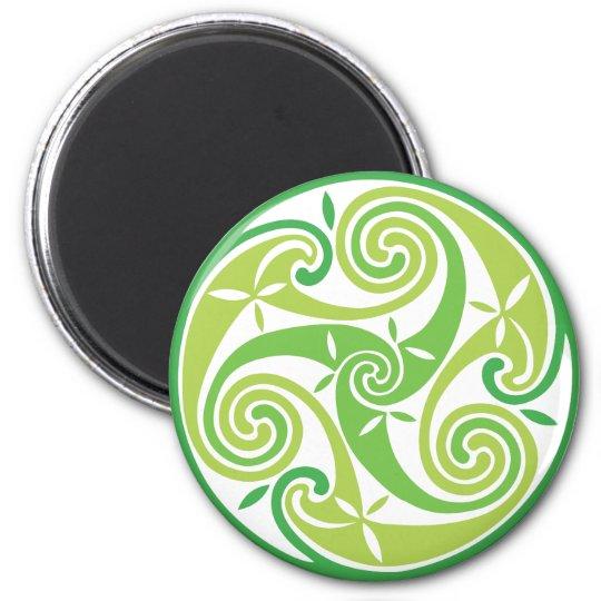 Green triskel 6 cm round magnet