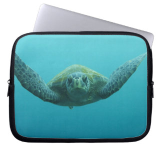Green Turtle (Chelonia mydas agassisi), Central Laptop Sleeve