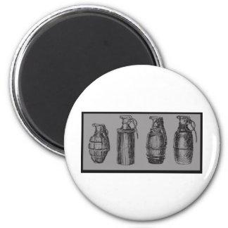 Grenade Stance 6 Cm Round Magnet