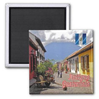 GT - Guatemala - Antigua - Calle del Arco Square Magnet