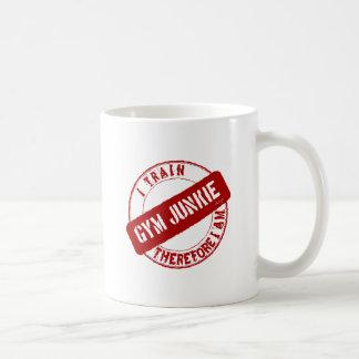 GYM JUNKIE. I TRAIN THEREFORE I AM. red Coffee Mug